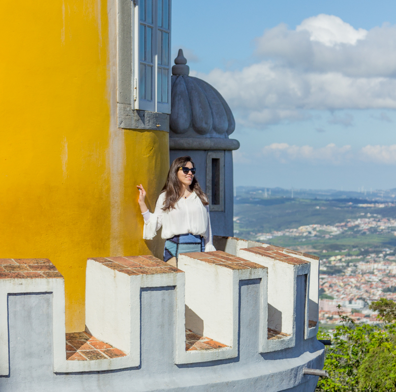 Le Fashionaire Once upon a time... portugal palace pena sintra blogger princess sky landscape window glasses sunnies dolce gabbana shirt zara tower yellow img 7849 en 1 805x798