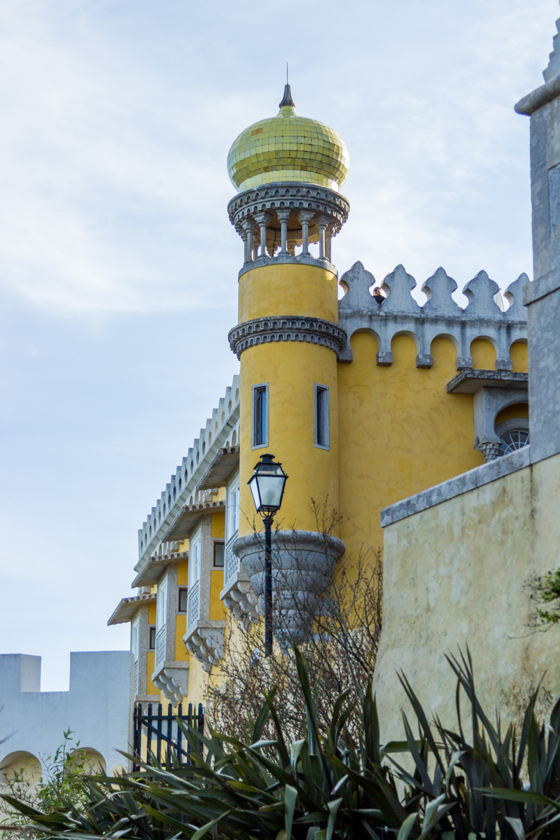 Le Fashionaire Once upon a time... portugal palace pena sintra blogger tower yellow cupula golden sky magnific castle beautiful architecture monument img 8019 en 805x1208