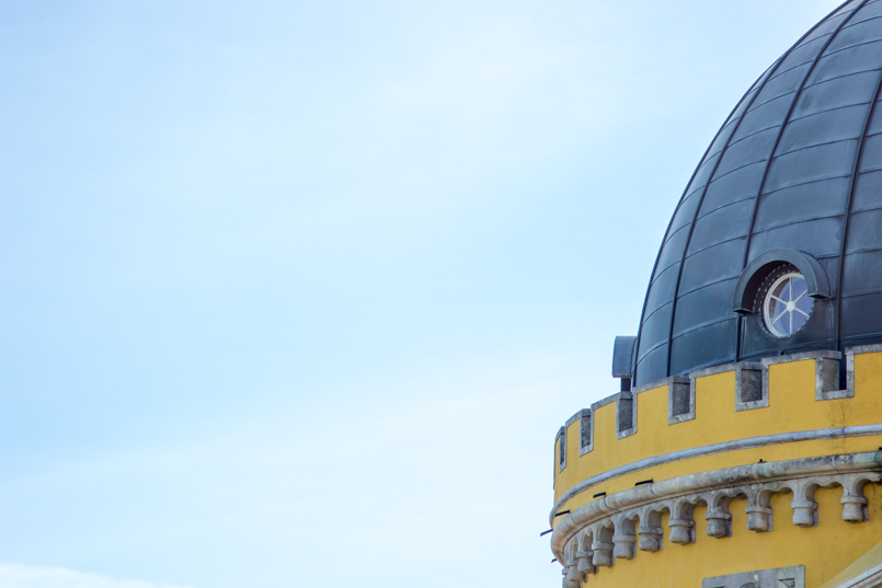 Le Fashionaire Once upon a time... portugal palace pena sintra blogger tower yellow window round sky blue roof img 7891 en 805x537