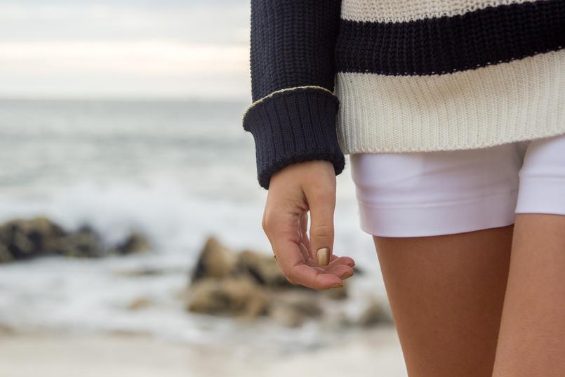 Le Fashionaire Chuva de Estrelas praia mar porto blogueira unhas verniz dourado ysl yves saint laurent calcoes brancos botoes dourados versace riachuelo 6268 PT 805x537