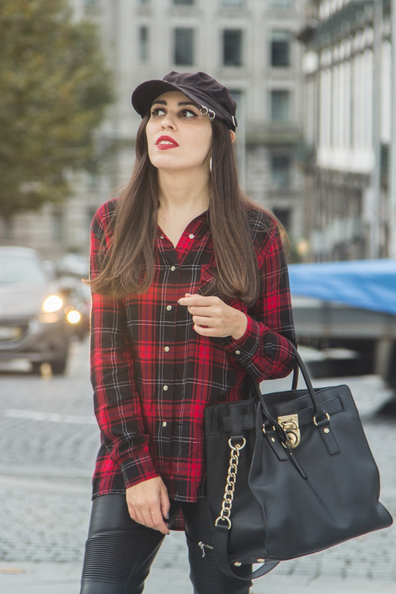Le Fashionaire Serpentine tartan red black snake embroidered shirt zara black leather gold hamilton bag michael kors black piercing parfois cap 7689 EN 805x1208