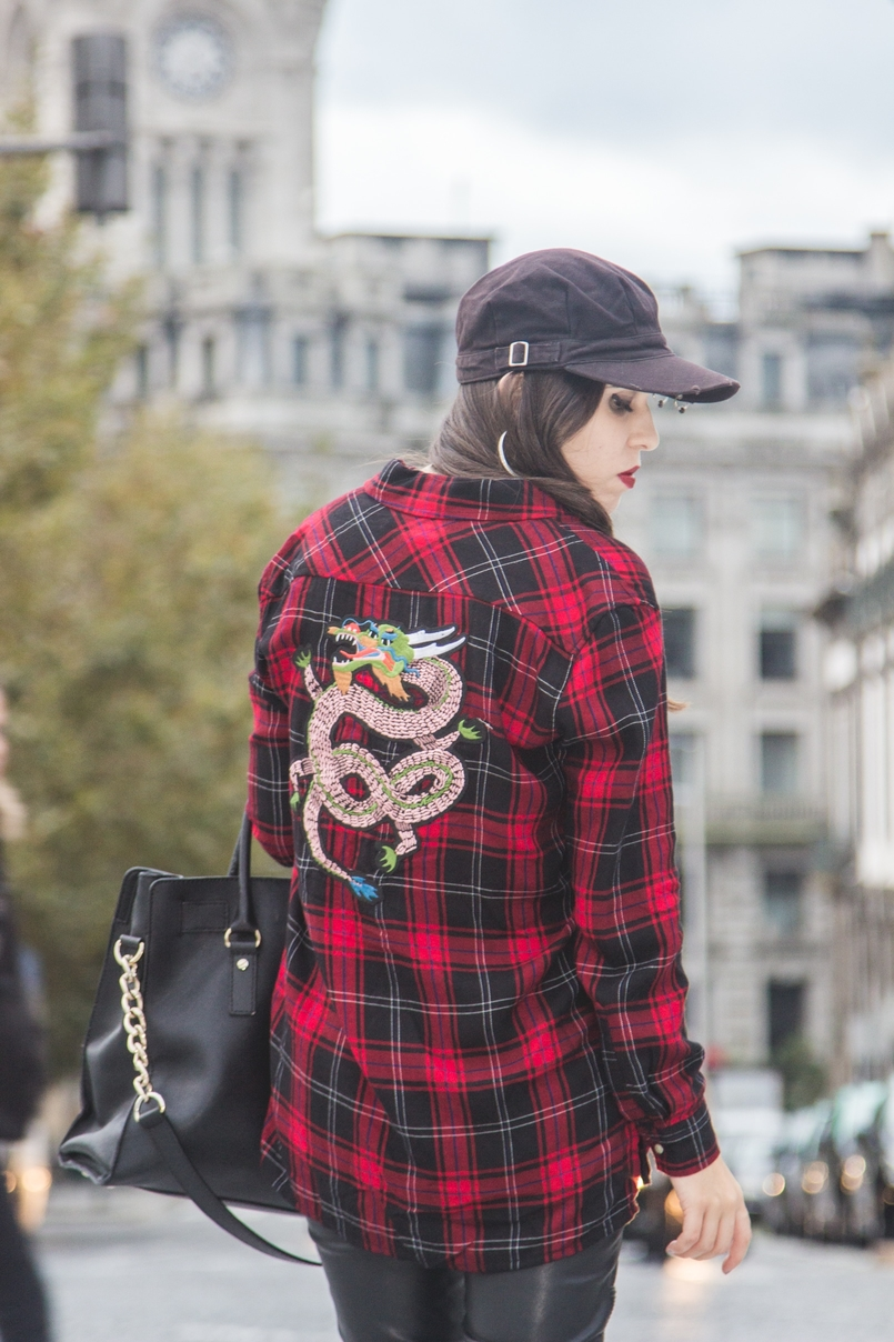 Le Fashionaire Serpentine tartan red black snake embroidered shirt zara black leather zippers zara black piercing parfois cap 7698 EN 805x1208