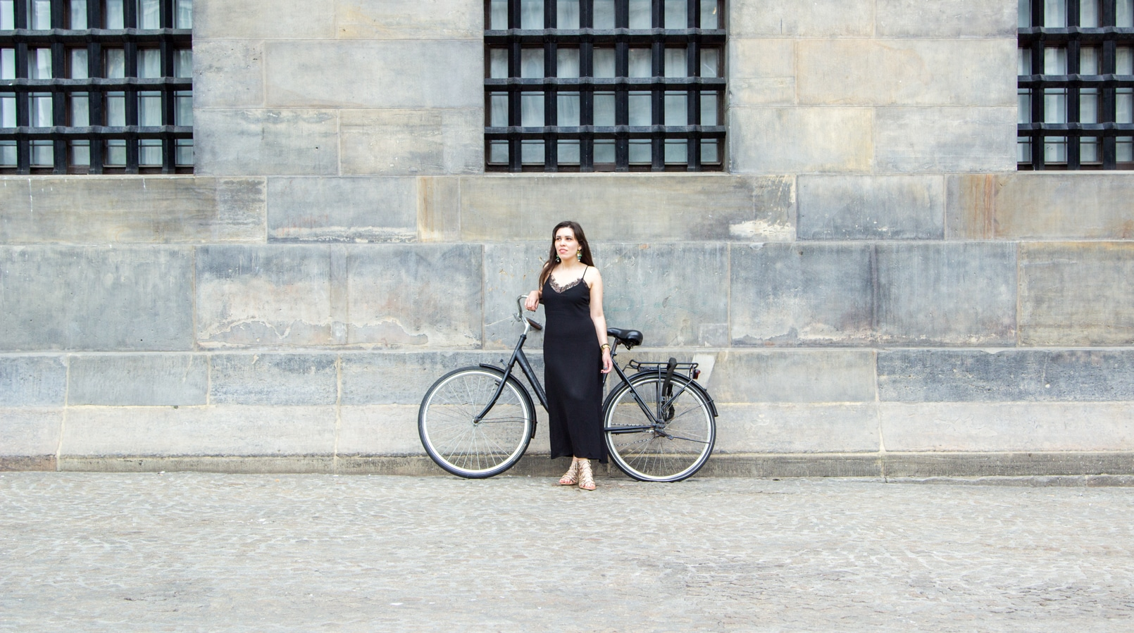 Le Fashionaire Travel Diary: Amsterdam II blogger catarine martins amsterdam black white embroidered sheinside cardigan maxi lace zara dress bike 0839F EN