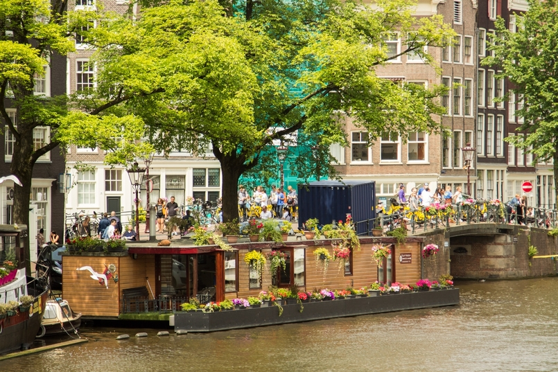 Le Fashionaire Travel Diary: Amsterdam II blogger catarine martins amsterdam canals flowers 0707 EN 805x537