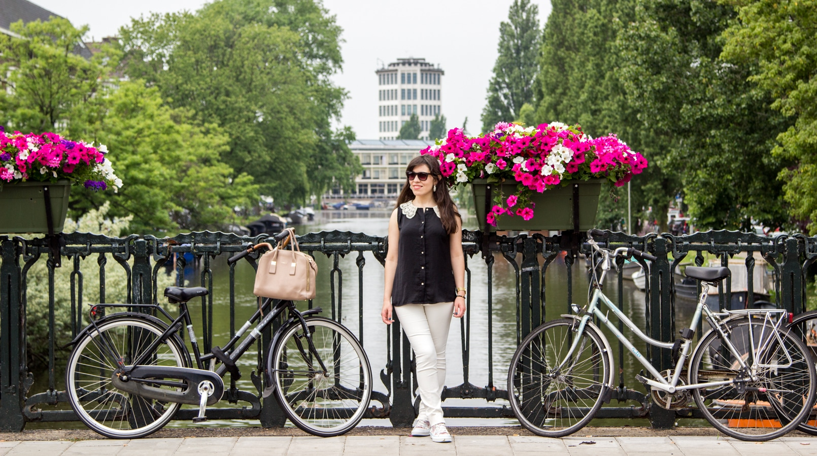 Le Fashionaire Amsterdam: What to see, eat & other cool places blogger catarine martins amsterdam guide flowers bike 9859F EN