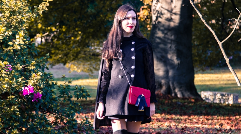Le Fashionaire Why you should try new things blogger catarine martins cape sheinside shorts zara over the knee boots stradivarius clutch mango earrings hm black autumn tree dry leaf 9473F EN 805x450