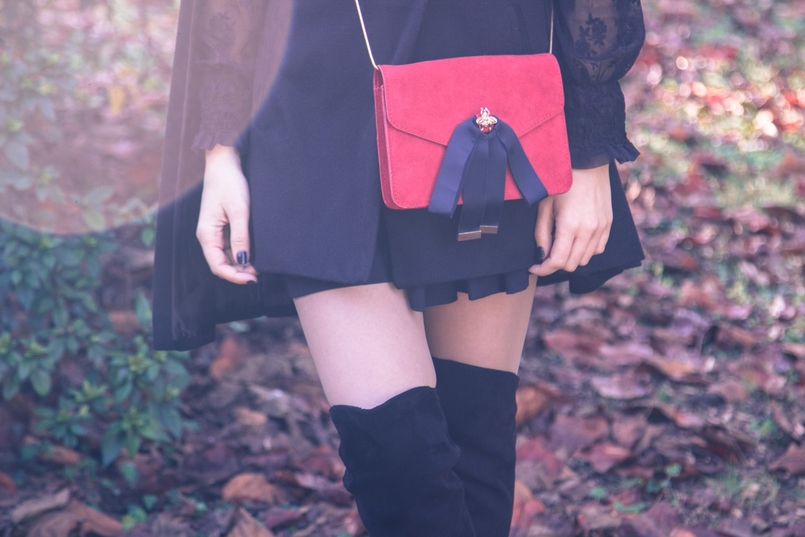 Le Fashionaire Why you should try new things blogger catarine martins cape sheinside shorts zara over the knee boots stradivarius clutch mango earrings hm black autumn tree dry leaf 9489 EN 805x537