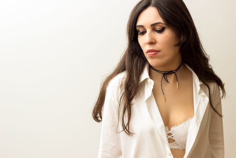 Le Fashionaire The bra issue blogger catarine martins fashion inspiration black gold leather choker cinco white man zara shirt balconette lace delicate white bra hm 8159 EN 805x537