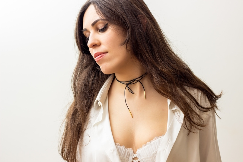 Le Fashionaire The bra issue blogger catarine martins fashion inspiration black gold leather choker cinco white man zara shirt balconette lace delicate white bra hm 8165 EN 805x537
