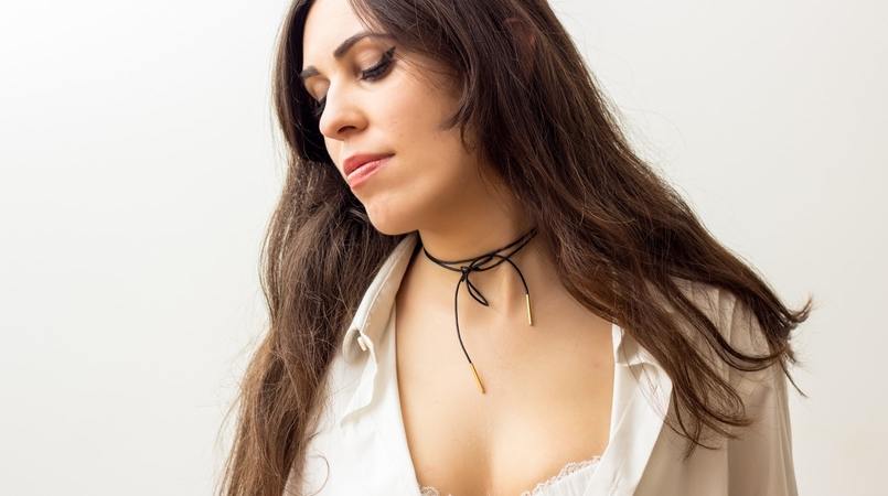 Le Fashionaire The bra issue blogger catarine martins fashion inspiration black gold leather choker cinco white man zara shirt balconette lace delicate white bra hm 8165F EN 805x450