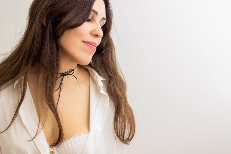 Le Fashionaire The bra issue blogger catarine martins fashion inspiration black gold leather choker cinco white man zara shirt balconette lace delicate white bra hm 8179 EN 805x537