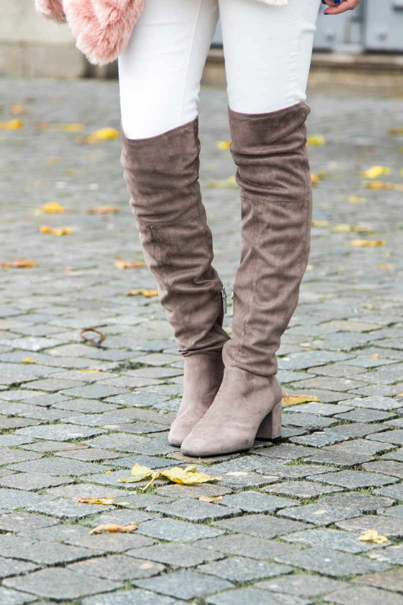 Le Fashionaire Think Pink blogger catarine martins fashion inspiration white jeans mango over knee grey bershka boots 0192 EN 805x1208