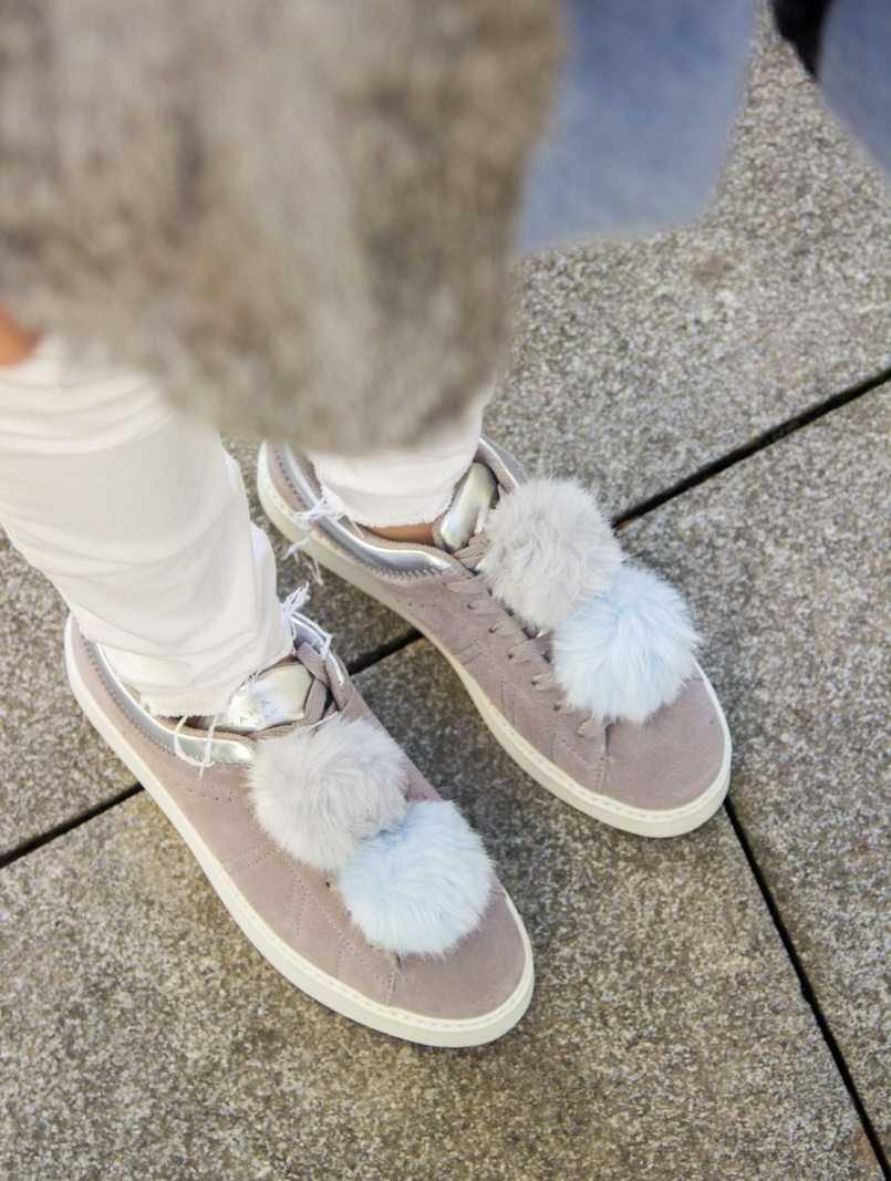 Le Fashionaire Winter is coming blogger catarine martins fashion inspiration white ripped jeans mango pompom pale blue grey snieakers zara 9287 EN 805x1067