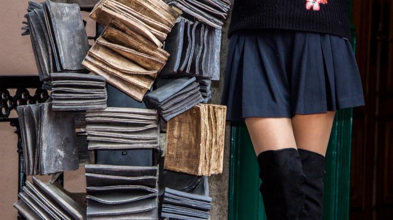 Le Fashionaire Chiado Literary Café blogger catarine martins over knee black stradivarius boots black zara shorts 0132F EN 805x450