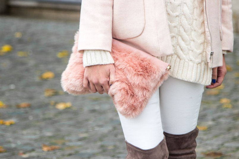 Le Fashionaire Think Pink blogger catarine martins pale pink winter fur coat zara kids wool knit sweater white mango white jeans mango fur pale pink stradivarius clutch 0199 EN 805x537