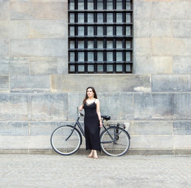 Le Fashionaire Diário de Viagem: Amsterdão II blogueira catarine martins amesterdao casaco preto branco bordado sheinside vestido comprido renda zara bicicleta 0839 PT 805x794