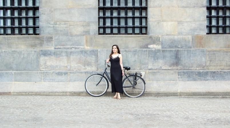 Le Fashionaire Diário de Viagem: Amsterdão II blogueira catarine martins amesterdao casaco preto branco bordado sheinside vestido comprido renda zara bicicleta 0839F PT 805x450