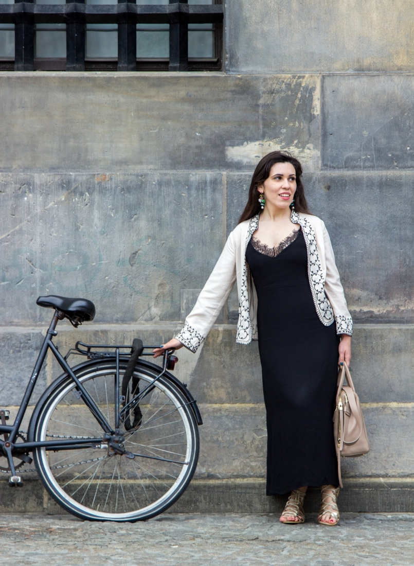 Le Fashionaire Diário de Viagem: Amsterdão II blogueira catarine martins amesterdao casaco preto branco bordado sheinside vestido comprido renda zara mala bege pele furla twiggy bicicleta 0794 PT 805x1100
