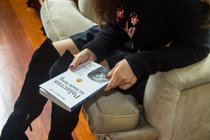 Le Fashionaire Chiado Café Literário blogueira catarine martins botas pretas acima joelho stradivarius 9896 PT 805x537