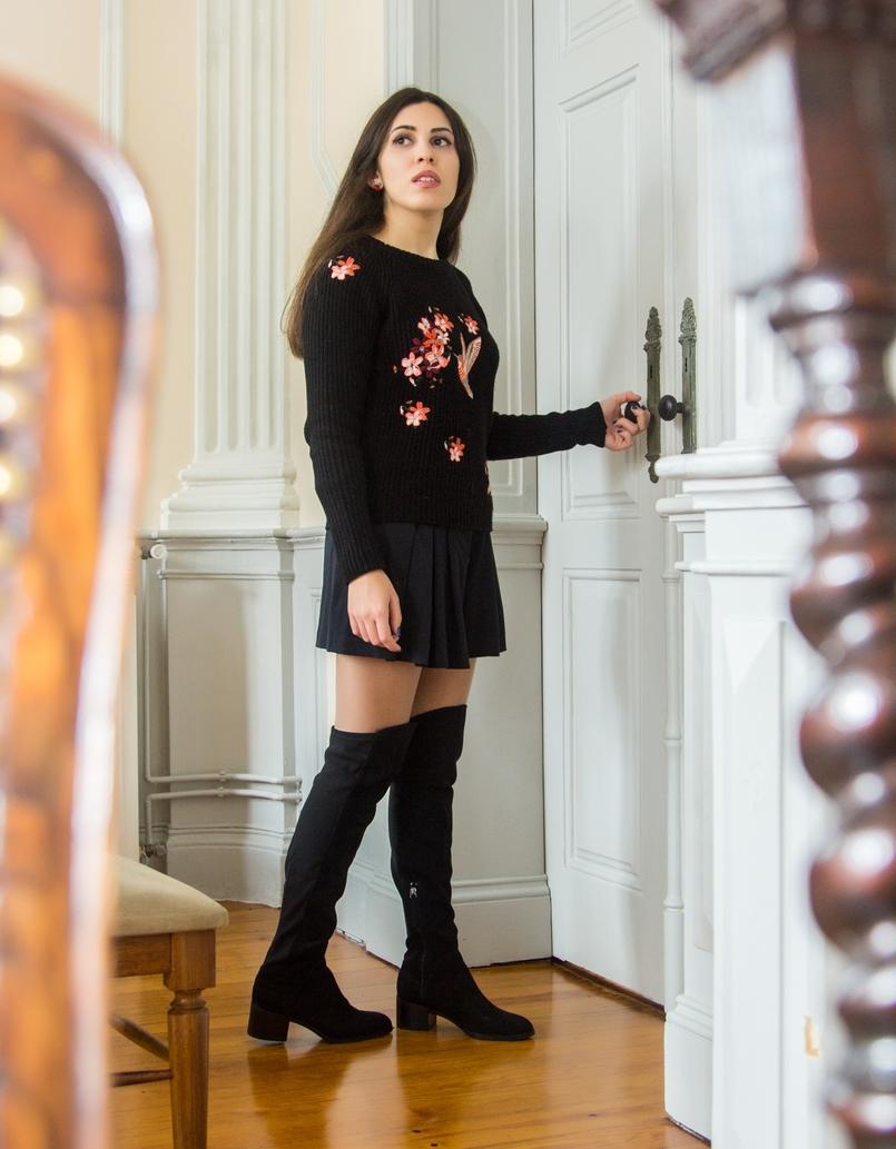 Le Fashionaire Chiado Café Literário blogueira catarine martins camisola preta bordados stradivarius botas pretas acima joelho stradivarius calcoes pretos zara 0054 PT 805x1033