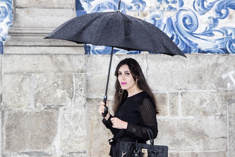 Le Fashionaire A força está em nós blogueira catarine martins igreja carmo moda inspiracao blusa preta mangas transparentes bolinhas veludo zara brincos argolas douradas hm 7385 PT 805x537