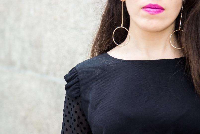 Le Fashionaire Good Vibes blogueira catarine martins igreja carmo moda inspiracao blusa preta mangas transparentes bolinhas veludo zara brincos argolas douradas hm 7435 PT 805x537