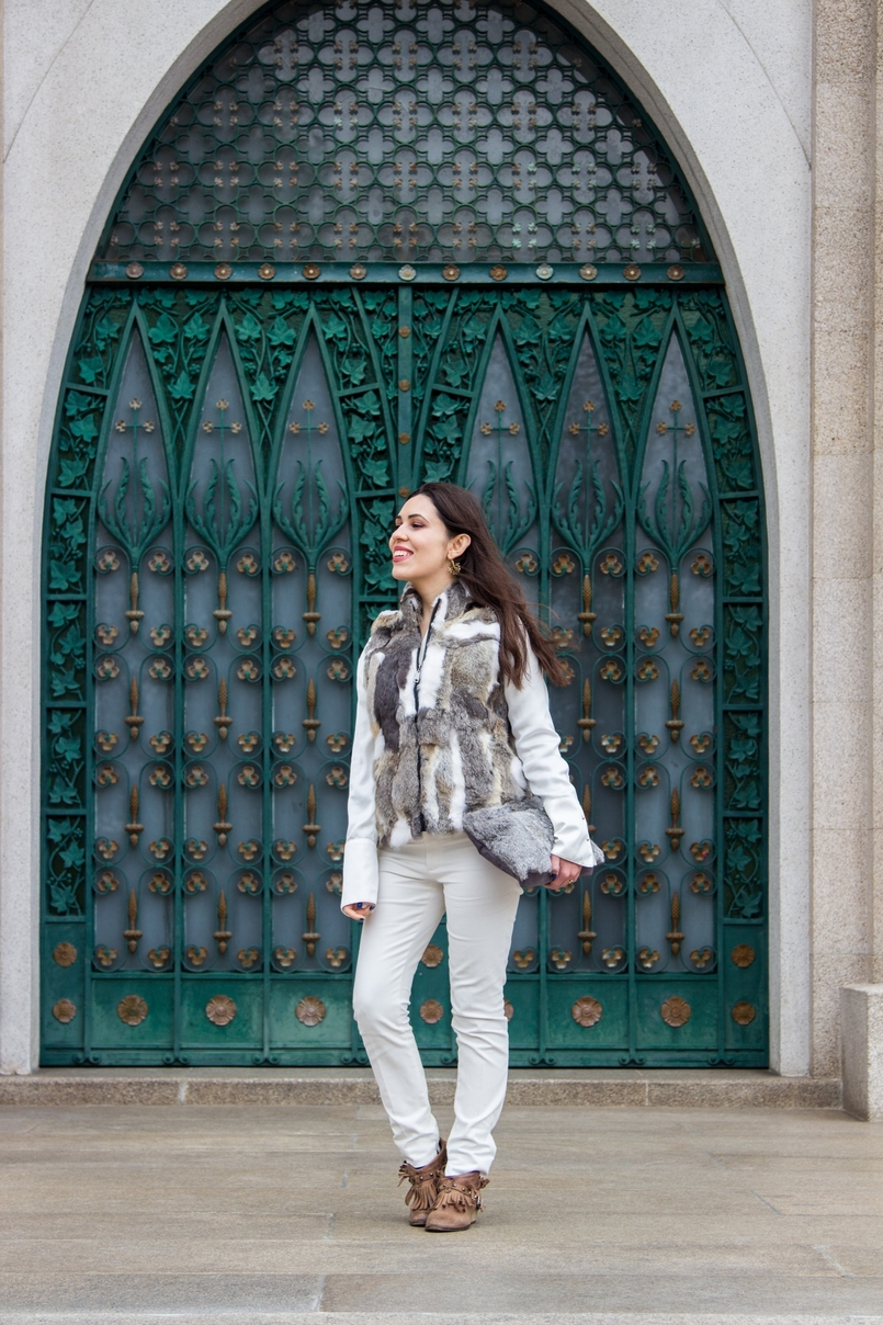 Le Fashionaire Lets talk about leather brown white leather fur vest pants white zara fringes camel bershka ankle boots white silk gold buttons zara shirt leather fur grey sfera clutch 9600 EN 805x1208