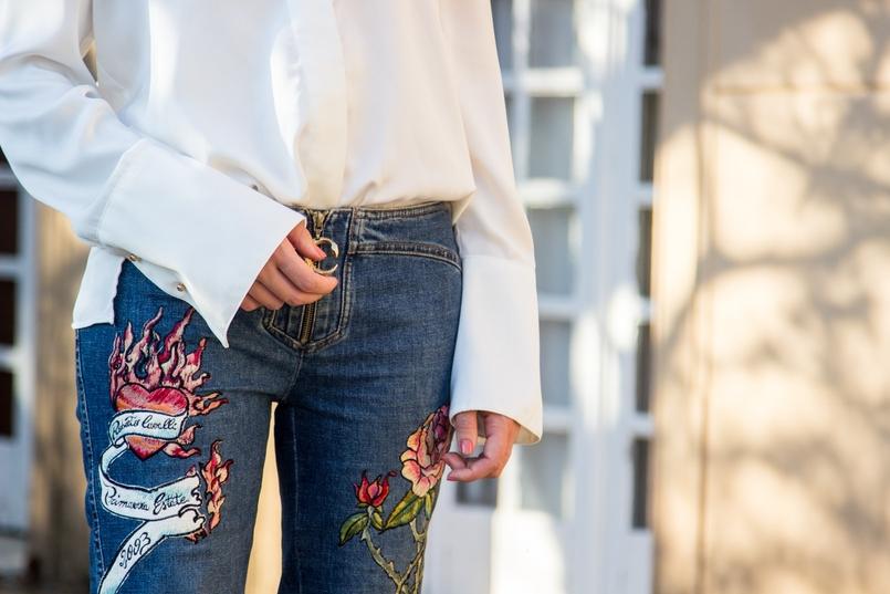 Le Fashionaire Roberto Cavalli camisa branca seda botoes dourados zara calcas bordadas estampados pantera rosas roberto cavalli blogueira catarine martins 8463 PT 805x537
