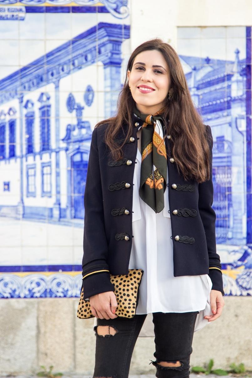 Le Fashionaire Herança de Estilo clutch pele leopardo sfera camel preto camisa branca oversized zara casaco azul escuro militar dourado mango lenco vintage castanho branco cavalos 8508 PT 805x1208