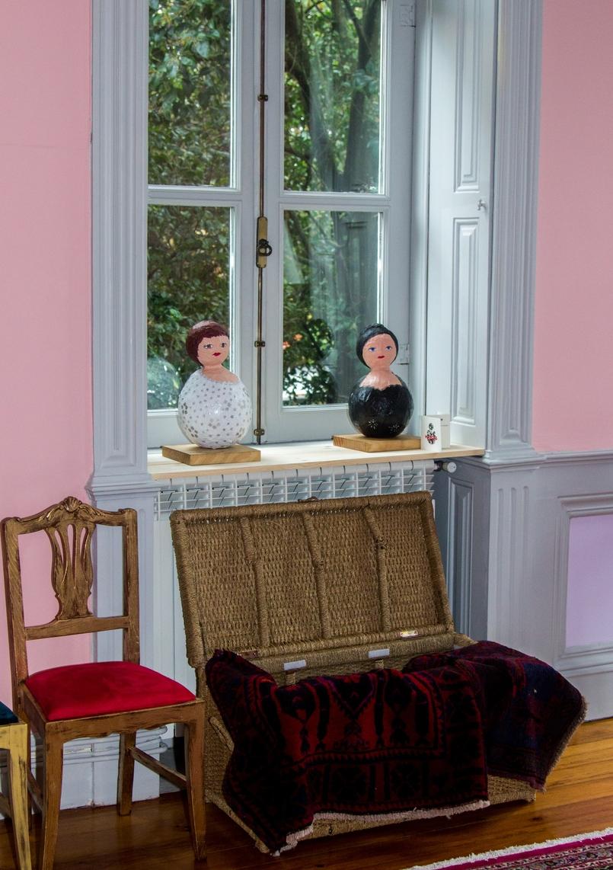 Le Fashionaire Chiado Café Literário maria boneca papel colorida exposicao chiado cafe literario 9937 PT 805x1142