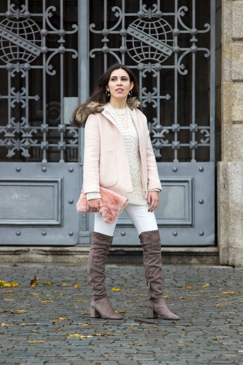 Le Fashionaire Think Pink pale pink winter fur coat zara kids wool knit sweater white mango white jeans mango over knee grey bershka boots fur pale pink stradivarius clutch 0181 EN 805x1208