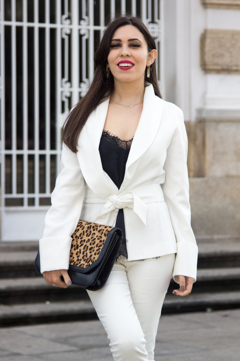 Le Fashionaire Words white belt blazer zara black lace top stradivarius crystal nude earrings swarovski gold delicate necklace hm leather leopard clutch zara 7519 EN 805x1208