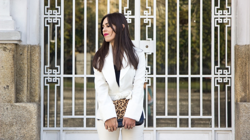 Le Fashionaire Words white belt blazer zara black lace top stradivarius gold nude leather ring calvin klein leather leopard clutch zara 7467 EN 805x450