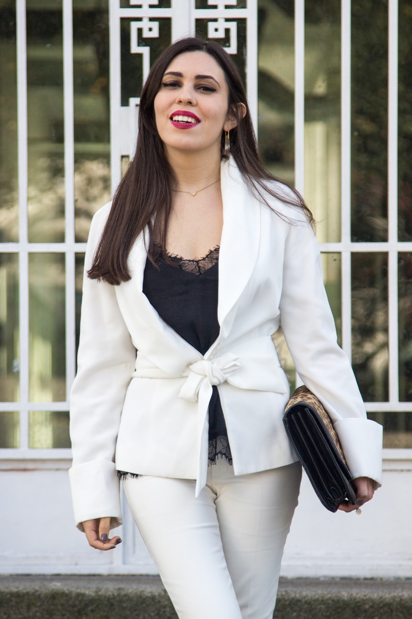 Le Fashionaire Words white belt blazer zara white pants zara black lace top stradivarius crystal nude earrings swarovski gold delicate necklace hm 7462 EN 805x1208