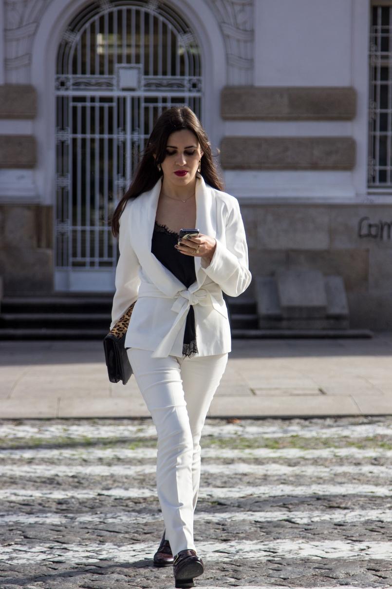 Le Fashionaire Words white belt blazer zara white pants zara black lace top stradivarius gold nude leather ring calvin klein 7563 EN 805x1208