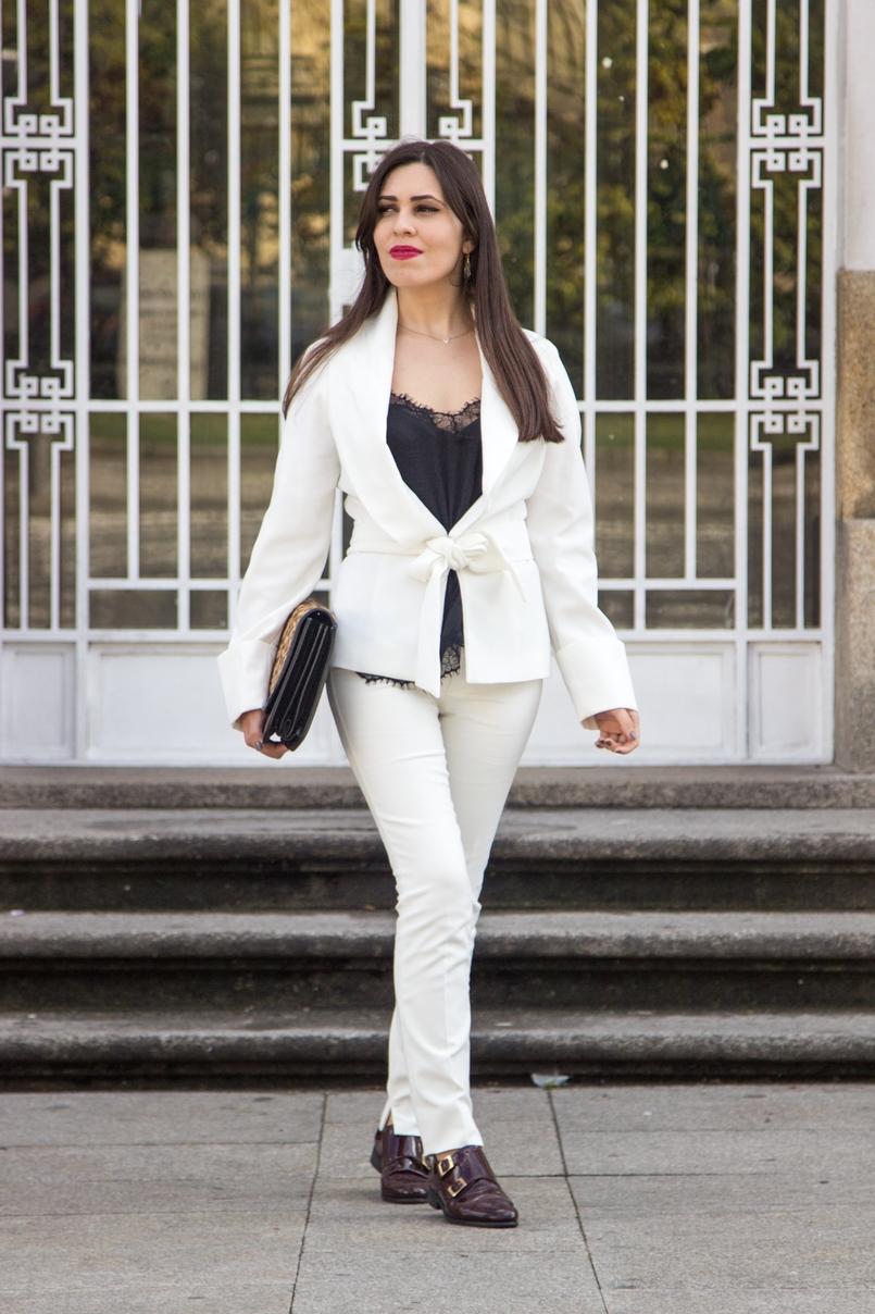 Le Fashionaire Words white belt blazer zara white pants zara burgundy men style shoes leather black lace top stradivarius leather leopard clutch zara 7500 EN 805x1208