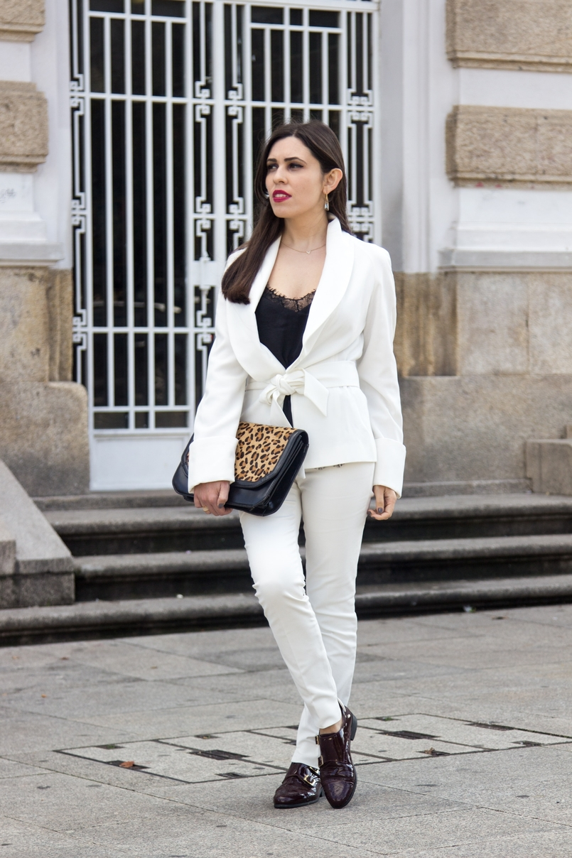 Le Fashionaire Words white belt blazer zara white pants zara burgundy men style shoes leather black lace top stradivarius leather leopard clutch zara 7513 EN 805x1208