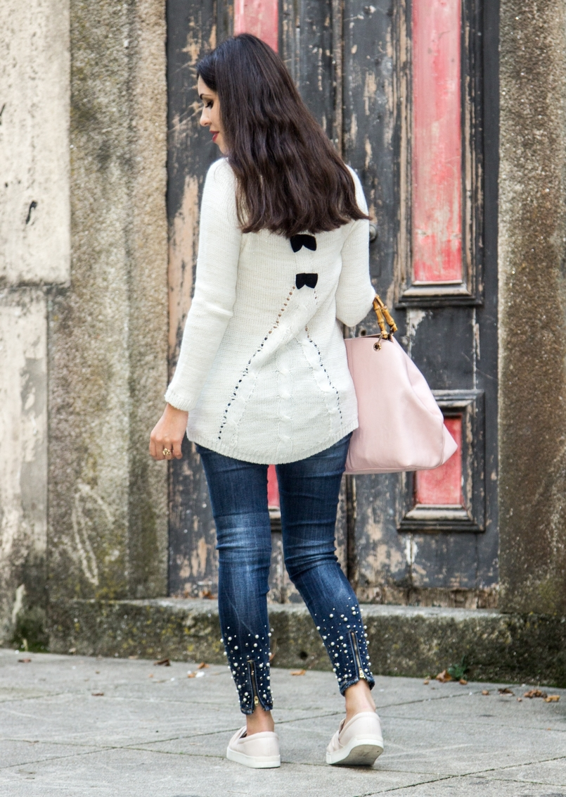 Le Fashionaire The devils in the details white knit sweater wool namib denim jeans sparkle pearls namib pale pink bow sneakers stradivarius pale pink bamboo parfois bag 8077 EN 805x1132