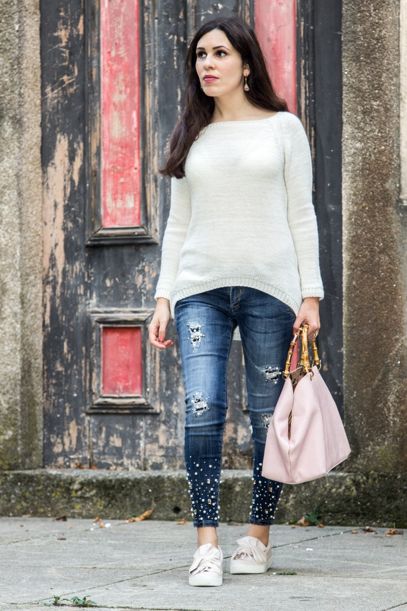 Le Fashionaire The devils in the details white knit sweater wool namib denim jeans sparkle pearls namib pale pink bow sneakers stradivarius pale pink bamboo parfois bag 8084 EN 805x1208