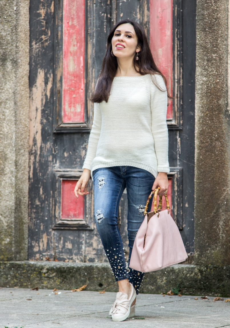 Le Fashionaire The devils in the details white knit sweater wool namib denim jeans sparkle pearls namib pale pink bow sneakers stradivarius pale pink bamboo parfois bag 8087 EN 805x1148