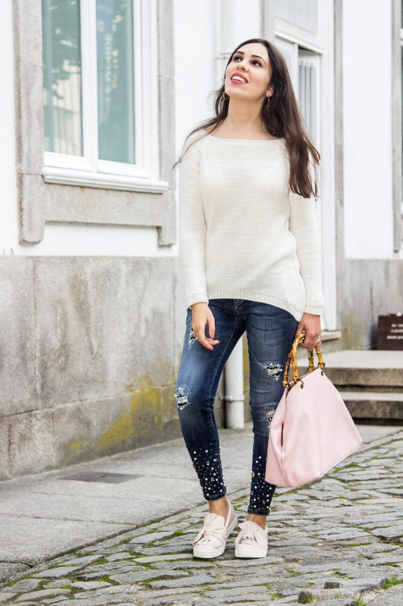 Le Fashionaire The devils in the details white knit sweater wool namib denim jeans sparkle pearls namib pale pink bow sneakers stradivarius pale pink bamboo parfois bag 8118 EN 805x1208