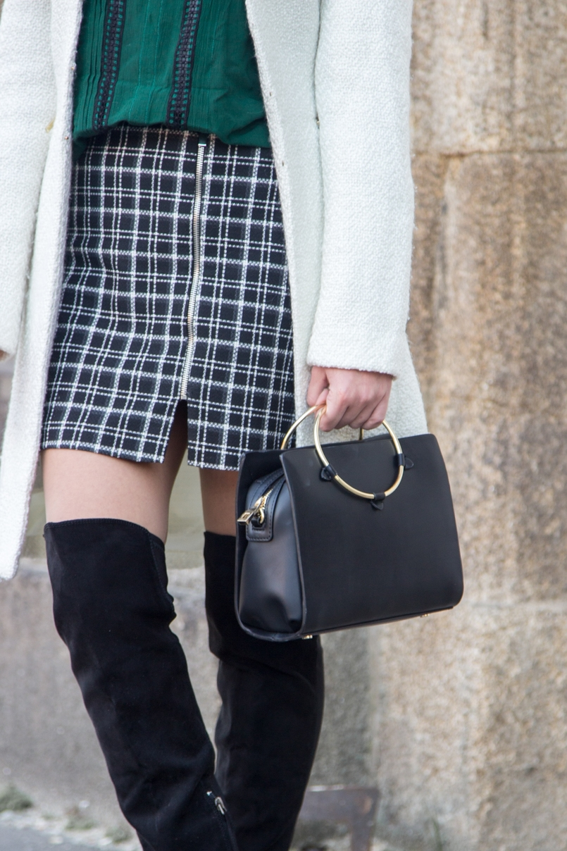 Le Fashionaire Carpe Diem black and white tartan –zara skirt dark green zara blouse over knee black stradivarius boots white winter mango coat black gold hoop zara it bag 2446 EN 805x1208