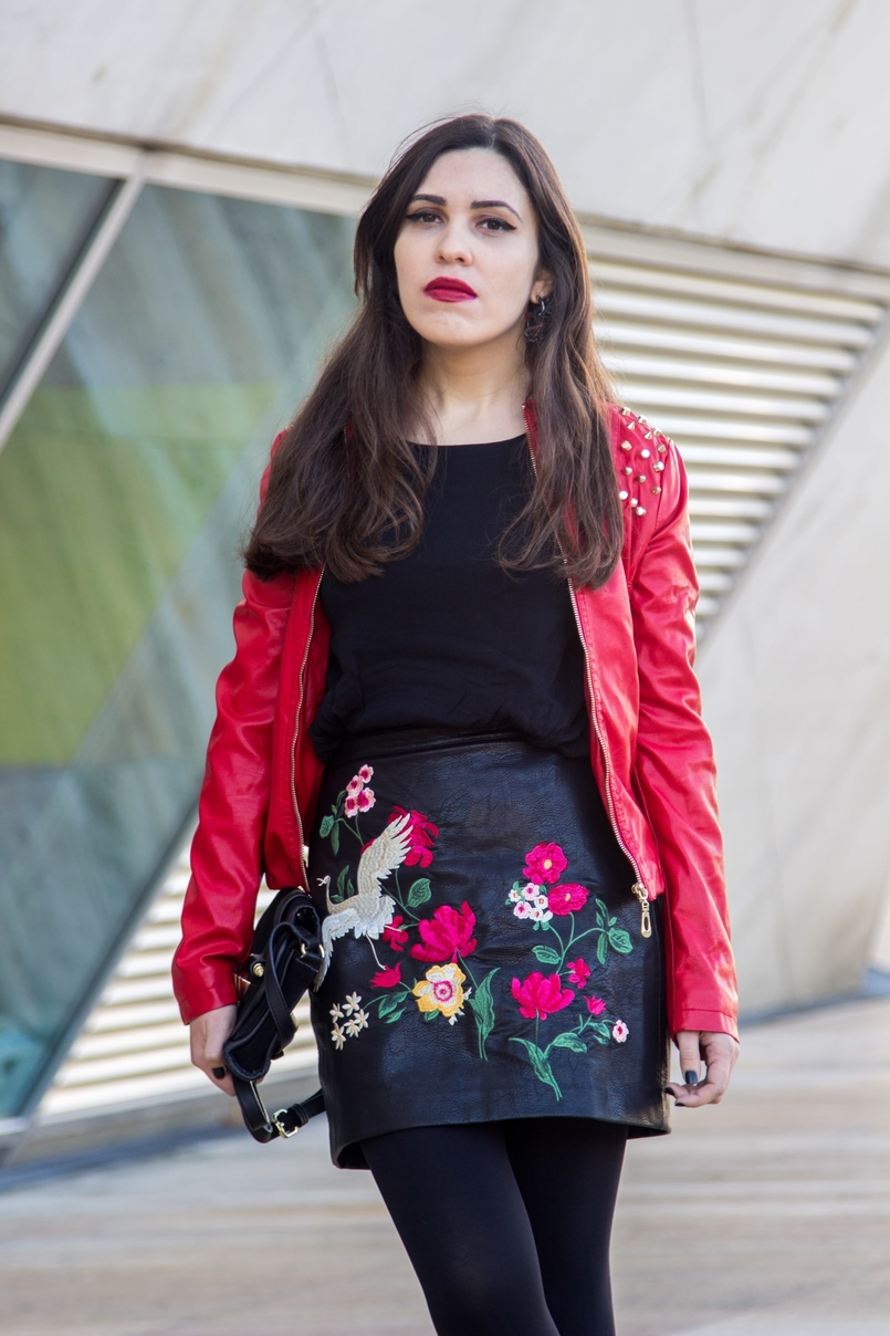 Le Fashionaire Let it be blogger catarine martins embroidered leather look flowers stradivarius skirt black gold zara clutch 9405 EN 805x1208
