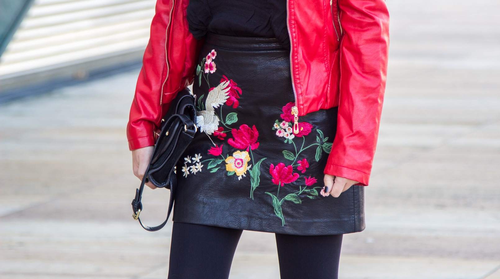 Le Fashionaire Let it be blogger catarine martins embroidered leather look flowers stradivarius skirt leather spikes red motor jacket old black gold zara clutch 9401F EN