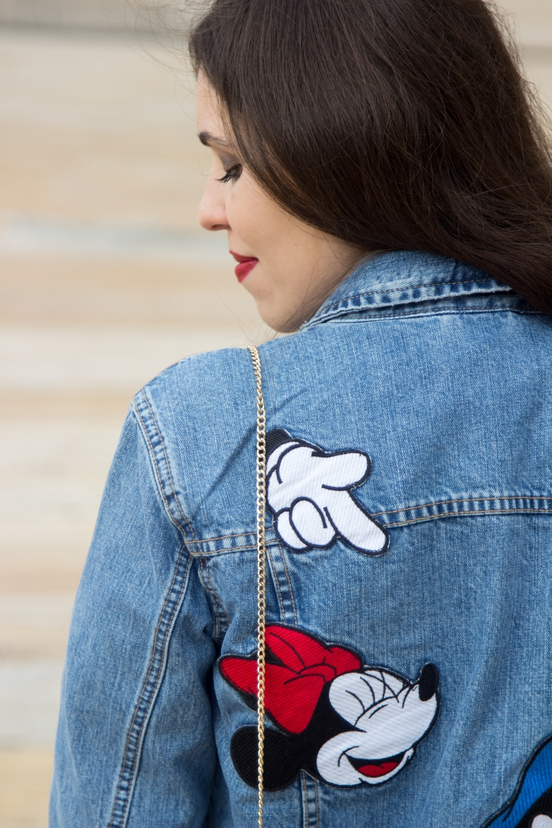 Le Fashionaire Mickey Mouse Club blogger catarine martins fashion inspiration denim jacket mickey minnie donald print 0464 EN 805x1208