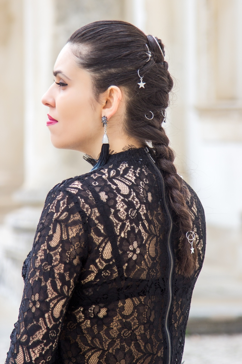 Le Fashionaire Another Christmas outfit blogger catarine martins fashion inspiration lace black bell sleeves zara top star blue fringes hm earrings 0717 EN 805x1208