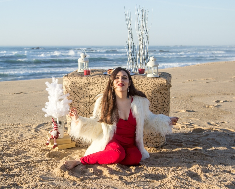 Le Fashionaire Christmas Editorial blogger catarine martins fashion inspiration red asos jumpsuit faux fur white zara coat tiger santa claus white christmas tree ikea beach 2014 EN 805x649