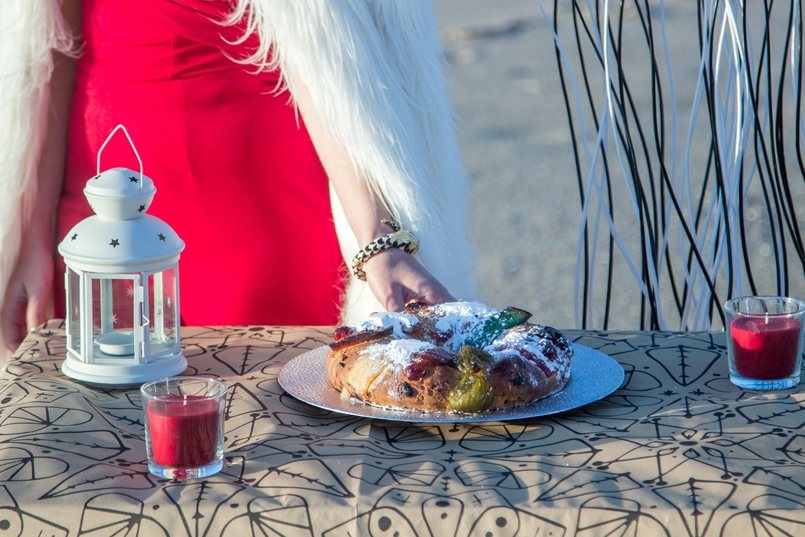 Le Fashionaire Christmas Editorial blogger catarine martins fashion inspiration red asos jumpsuit faux fur white zara coat tiger santa claus white christmas tree ikea beach 2056 EN 805x537