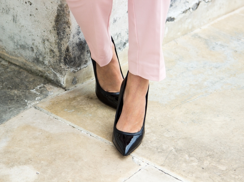 Le Fashionaire What to wear on Christmas dinner? blogger catarine martins fashion inspiration sporty chic paple pink zara trousers black high aldo heels 0667 EN 805x602