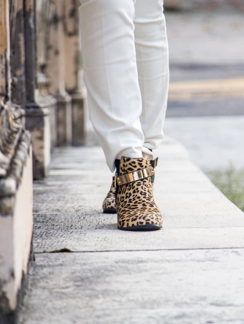 Le Fashionaire Living is not for the weak blogger catarine martins fashion inspiration trousers white zara leopard leather gold plated asos ankle boots 1157 EN 805x1070